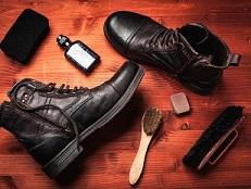 كيفية تنظيف أحذية العمل وأحذية الأمان بناءً على موادها