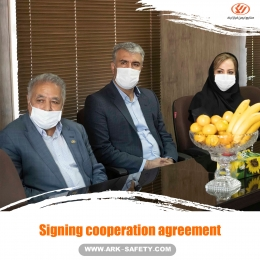 Signing cooperation agreement between Ark Safety Industry and the Health Faculty of Tabriz University of Medical Sciences