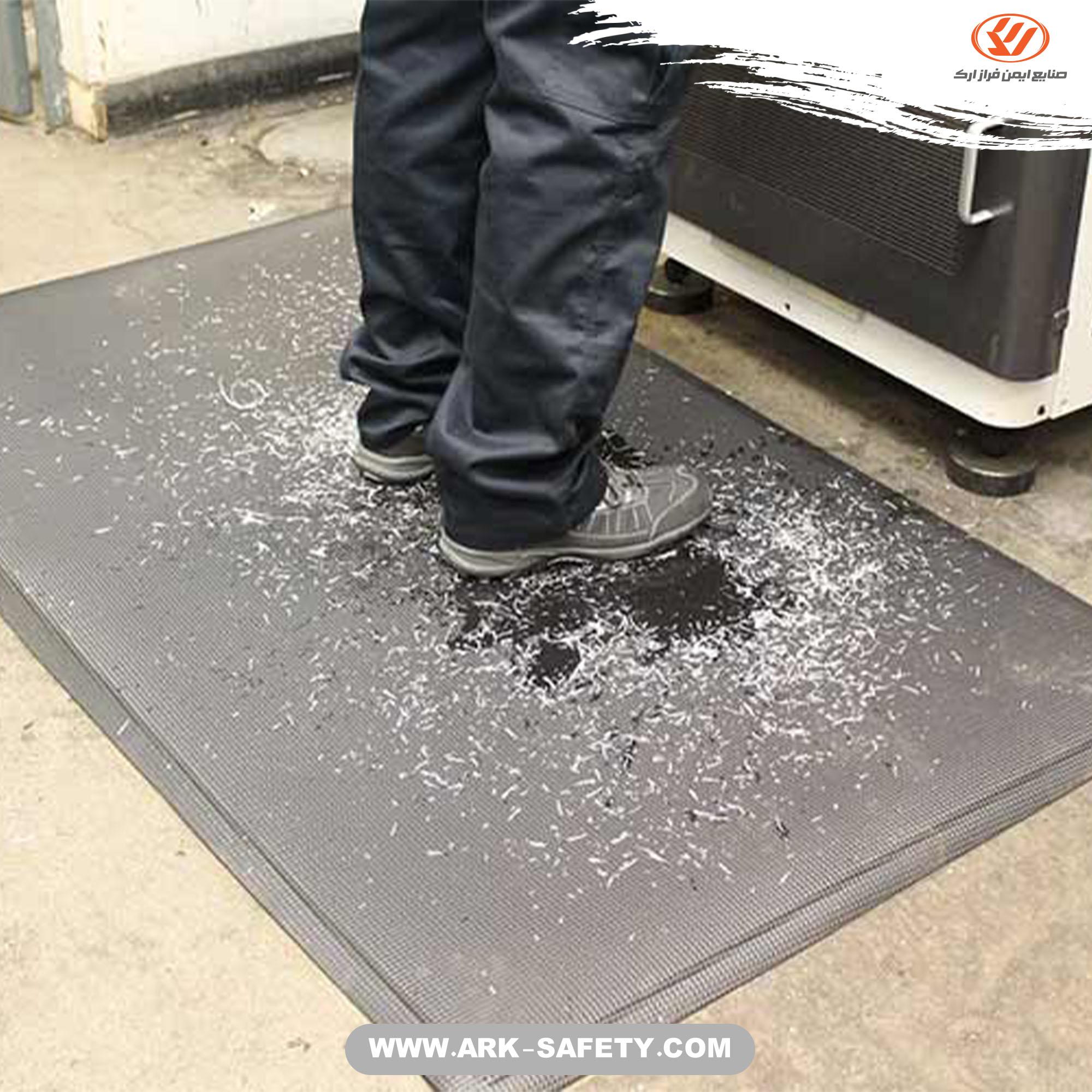 از جاری شدن مواد در محیط کار جلوگیری کنید