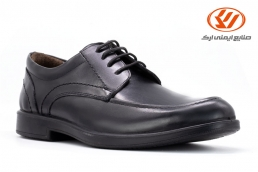 Classic men's leather shoes with shoelaces